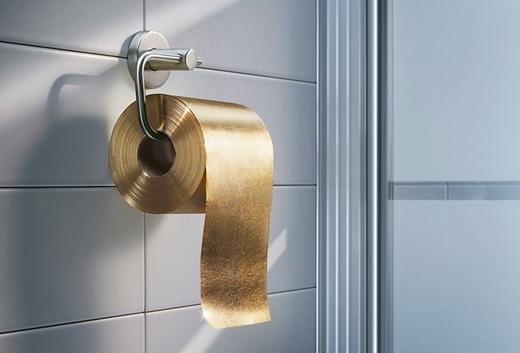 Giấy vệ sinh dát vàng thể hiện đẳng cấp dành cho giới nhà giàu.