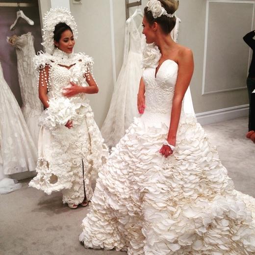Có một cuộc thi thiết kế váy cưới từ giấy vệ sinh được tổ chức thường niên tại New York với giải thưởng hàng nghìn đô la Mỹ.