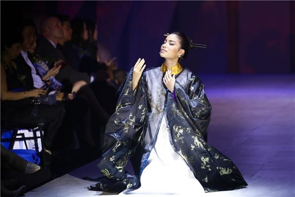 Như hé lộ từ ban tổ chức, Hoa hậu Hoàn vũ Việt Nam 2015 Phạm Hương và Nghệ sĩ Nhân dân Ngọc Giàu sẽ xuất hiện với vai trò vô cùng đặc biệt trong bộ sưu tập của Thủy Nguyễn.