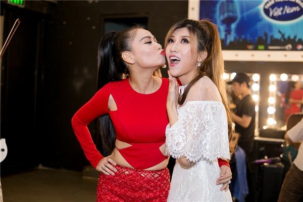 Thu Minh liên tục ôm hôn Trang Pháp ăn mừng bài hát mới sớm thành hit - Tin sao Viet - Tin tuc sao Viet - Scandal sao Viet - Tin tuc cua Sao - Tin cua Sao