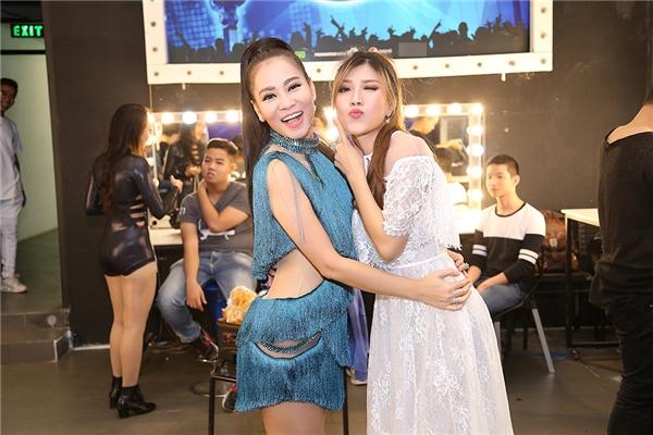 Một số biểu cảm đáng yêu của Thu Minh và Trang Pháp trong hậu trường Vietnam Idol 2016. - Tin sao Viet - Tin tuc sao Viet - Scandal sao Viet - Tin tuc cua Sao - Tin cua Sao