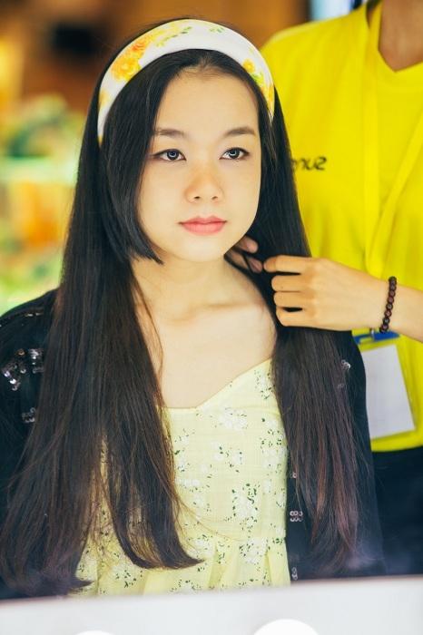 """Sự kết hợp của mái tóc đen suôn mượt và cách thắt turban mang đến phong cách nữ tính """"thu hút mọi ánh nhìn"""". - Tin sao Viet - Tin tuc sao Viet - Scandal sao Viet - Tin tuc cua Sao - Tin cua Sao"""