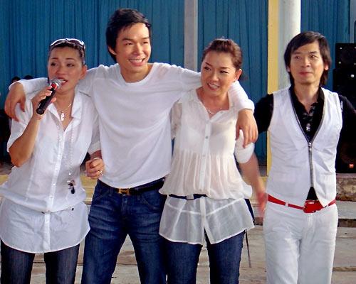Năm 2002, Minh Tú kết hôn và dần rút khỏi hoạt động nghệ thuật để vun vén gia đình. Nhóm ngừng hoạt động hẳn khi Minh Thư và Tuyết Ngân lần lượt lên xe hoa vào năm 2003 và 2005. Cặp sinh đôi Minh Tú và Minh Thư vẫn thỉnh thoảng kết hợp thành đôi song ca đi hát tại một số chương trình. Nhưng họ đều khẳng định không có ý muốn quay trở lại với nghiệp ca hát. - Tin sao Viet - Tin tuc sao Viet - Scandal sao Viet - Tin tuc cua Sao - Tin cua Sao