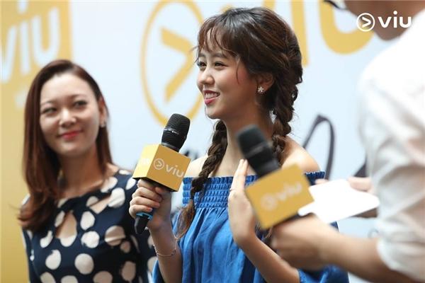 Kim So Hyun xinh đẹp chiều fan hết cỡ tại sự kiện