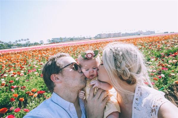 Gia đình họ thường xuyên đi du lịch và chụp ảnh để lưu lại những khoảnh khắc khó quên khi ở bên nhau.