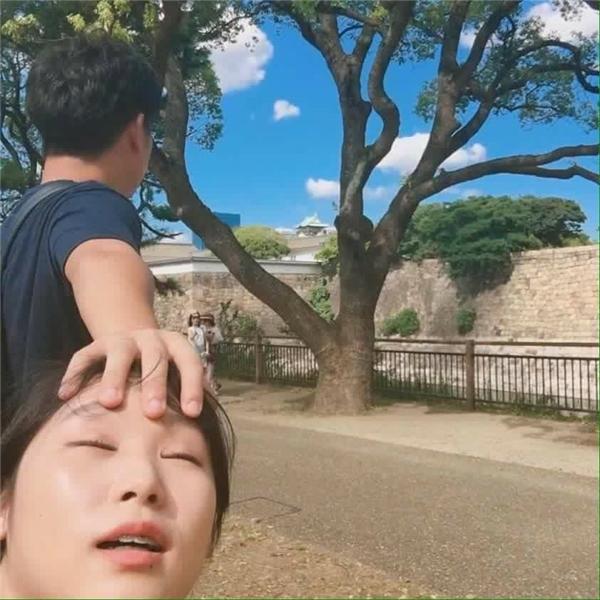 Jang Mi cùngbạn trai mình đã tới thăm và chụp ảnh ở rất nhiều địa điểm du lịch nổi tiếng ở Osaka, Nhật Bản như: Công viên chủ đề Universal Studios, Viện hải dương Osaka Kaiyukan, tòa nhà Umeda Sky Building...