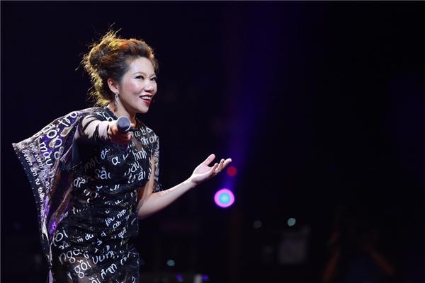 Hà Trần bật khóc nghẹn ngào khi hát về mẹ trên sân khấu - Tin sao Viet - Tin tuc sao Viet - Scandal sao Viet - Tin tuc cua Sao - Tin cua Sao
