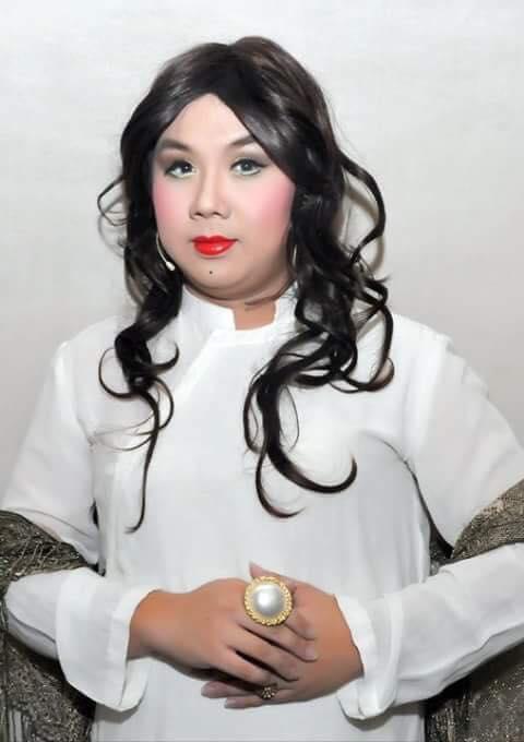 Gia Bảo nền nã trong bộ áo dài trắng cùng lối trang điểm dành cho những tiểu thư khuê cát ngày xưa. - Tin sao Viet - Tin tuc sao Viet - Scandal sao Viet - Tin tuc cua Sao - Tin cua Sao