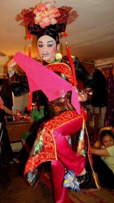 Nghệ sĩ Hữu Quốc trong tạo hình Cô gái Trung Hoanhưng đánh phấn hơi quá đà. - Tin sao Viet - Tin tuc sao Viet - Scandal sao Viet - Tin tuc cua Sao - Tin cua Sao