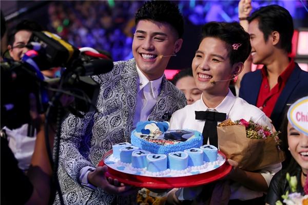 Noo Phước Thịnh cũng chúc mừng sinh nhật đàn em. - Tin sao Viet - Tin tuc sao Viet - Scandal sao Viet - Tin tuc cua Sao - Tin cua Sao