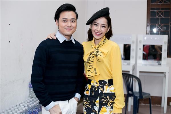 Đáng chú ý, ca sĩ Quang Vinh bất ngờ đến ủng hộ Chi Pu và theo dõi chương trình.
