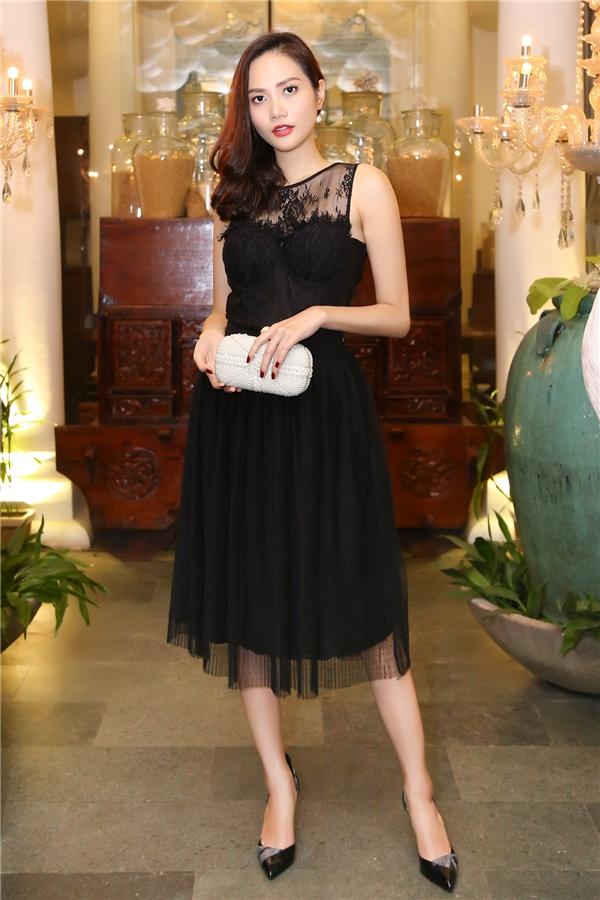 Diệu Linh từng nhận danh hiệu Hoa hậu Đông Nam Á trong khuôn khổ cuộc thi Hoa hậu Du lịch Quốc tế 2014, Hà Thu cũng từng lọt vào top 17 Hoa hậu Liên Lục Địa 2015. Vì vậy, cả hai đều có ít nhiều kinh nghiệm để truyền đạt, chia sẻ cho Nam Em và Bảo Như.