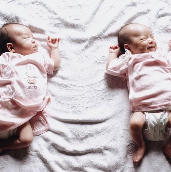 Những hình ảnh lúc nhỏ của hai bé