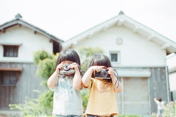 Biểu cảm dễ thương của cặp song sinh người Nhật khi được chia sẻ đã thu hút rất nhiều sự quan tâm, thích thú của đông đảo cộng đồng mạng.