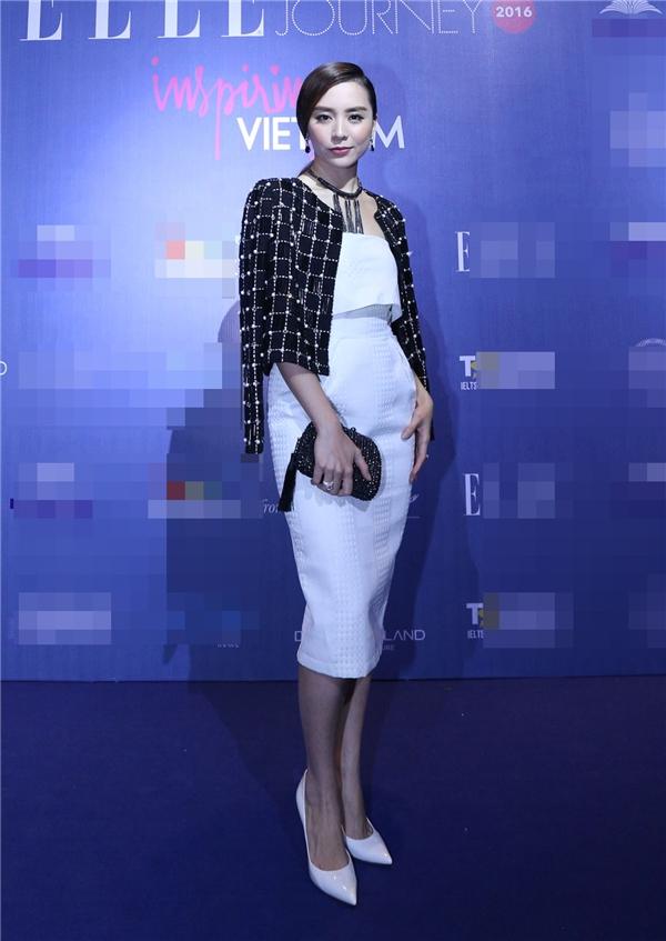 Á hậu Dương Trương Thiên Lý thanh lịch, sang trọng trên thảm đỏ. Thời gian gần đây, cô bắt đầu trở lại với các hoạt động của làng giải trí Việt.