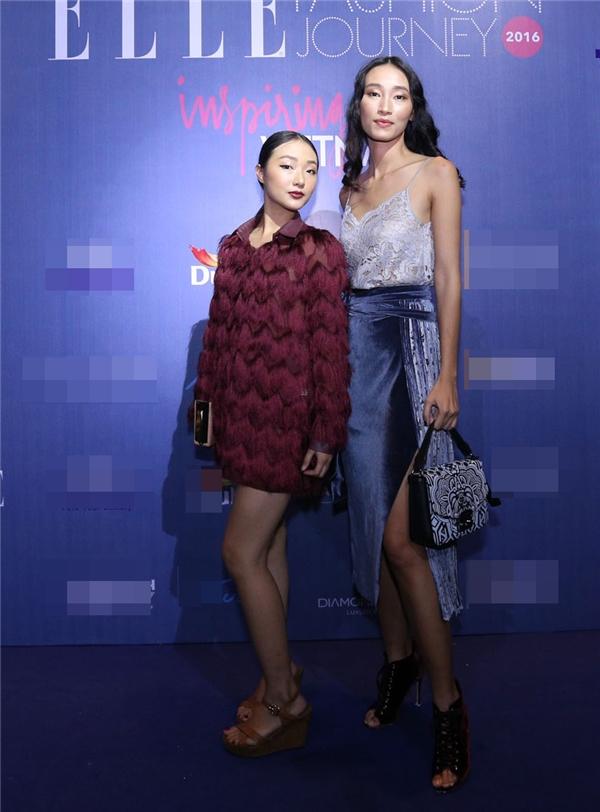 Trang Khiếu đến tham dự show diễn cùng em gái.