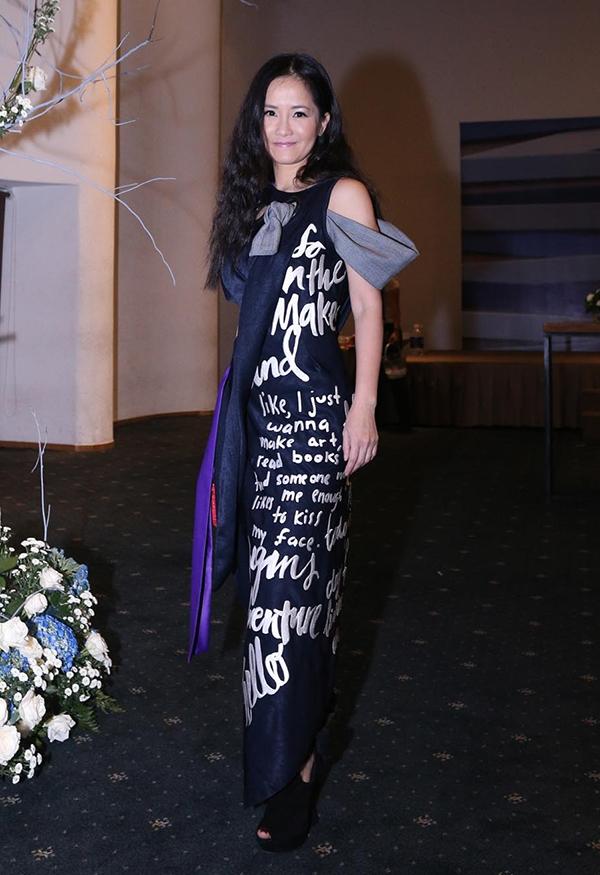 Diva Hồng Nhung giúp bản thân trẻ trung hơn với thiết kế ấn tượng của Võ Công Khanh.