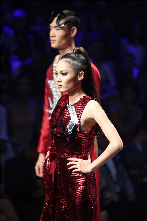 Như vậy, 2 thí sinh còn lại dừng chân ở ngôi vị Á quân Vietnam's Next Top Model 2016.