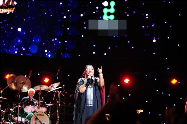 Ca khúc Gotta go home khép lại phần trình diễn của Boney M. Ban nhạc vẫy tay chào tạm biệt và hứa hẹn gặp lại khán giả Việt trong một ngày không xa.