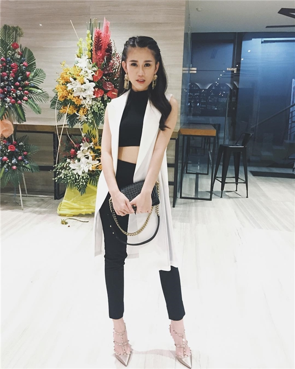 """Ngọc Thảo diện đồ """"sang chảnh"""" đi sự kiện, trong đó có những món đồ hàng hiệu của Chanel, Valentino…"""