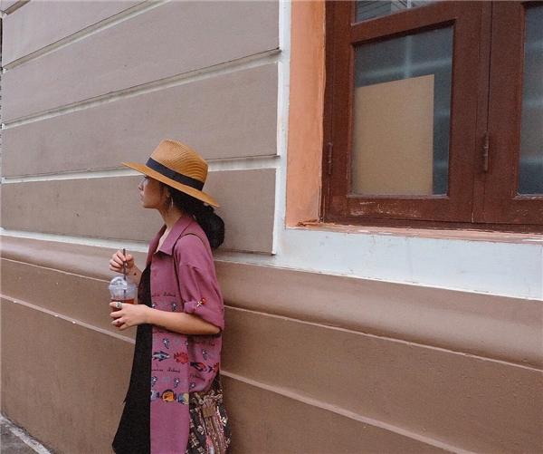 Hà Mỹ Ngân ghi điểm với style vui mắt, cô nàng diện chiếc áo hình những con cá.