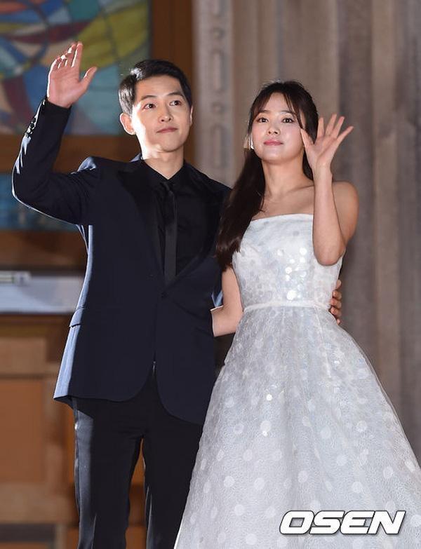 Song Joong Ki và Song Hye Kyo tiếp tục bị nghi ngờ hẹn hò.