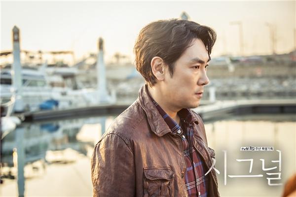 Chẳng cần ngoại hình xuất sắc, Jo Jin Woong đã chinh phục mọi người bằng thực lực thật sự