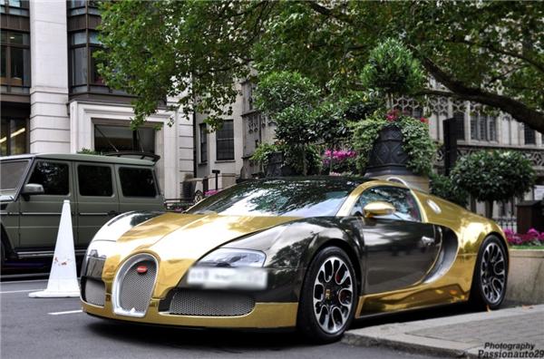 Thật không quá lạ khi nhìn thấy những chiếc xe vàng bóng loáng như thế này xuất hiện trên đường phố.