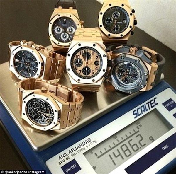 Đồng hồ vàng là món trang sức không thể thiếugiúp các đại gia khẳng định đẳng cấp của mình.