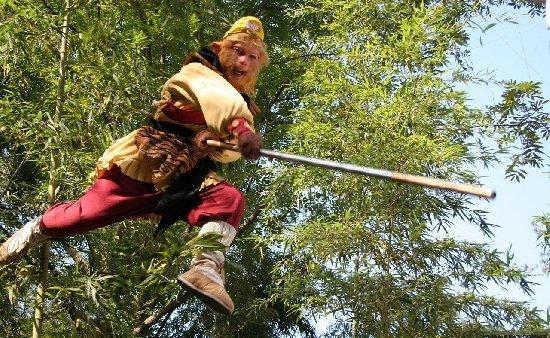 Tôn Ngộ Không thường xuyên dùng phép Hồ Thiên để biến cây Thiết Bảng nhỏ to khi cần.