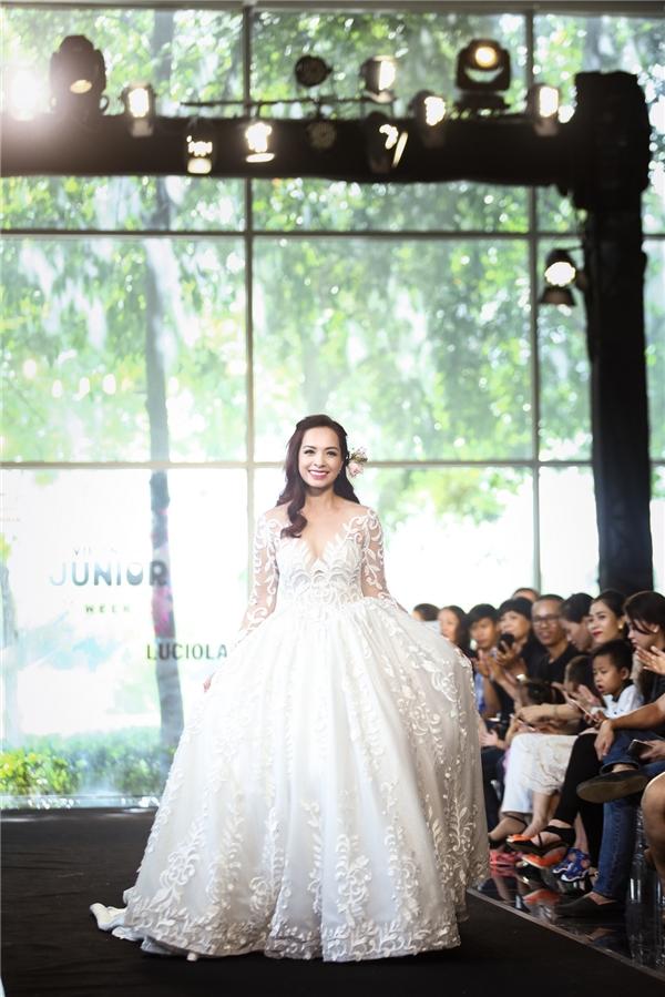 Luciola Kid: Váy cưới trẻ em không thua nước ngoài!