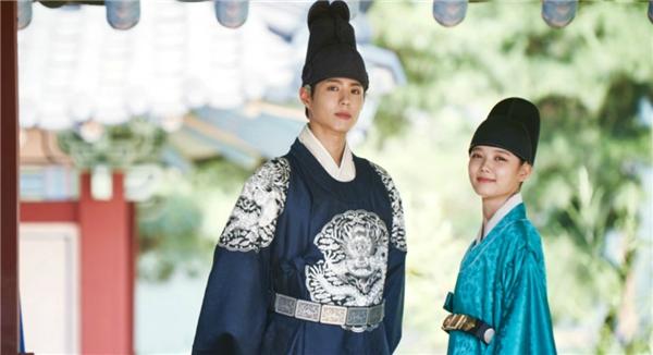 Dù là trang phục nào thì Park Bo Gum cũng đẹp tựa nam thần.