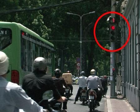 Đèn đỏ rẽ phải cũng là sai luật. (Ảnh: internet)