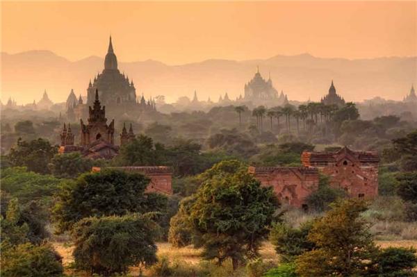 5. Không một nơi nào khác trên thế giới đem lại cho du khách cảm giác đặc biệt như tại thành phố cổ Bagan của Myanmar. Hơn 2.000 trong số 10.000 trung tâm tôn giáo, đền thờ, tu viện tại thành phố này vẫn còn duy trì hoạt động cho tới ngày nay.