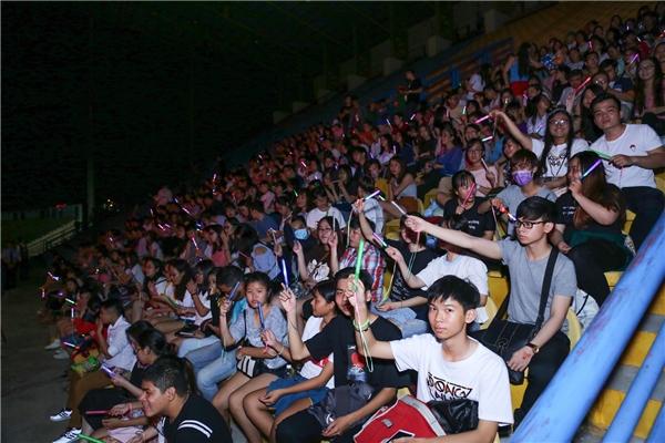 Đông Nhi khóc cười cùng hơn 15.000 khán giả trong liveshow đầu tiên - Tin sao Viet - Tin tuc sao Viet - Scandal sao Viet - Tin tuc cua Sao - Tin cua Sao