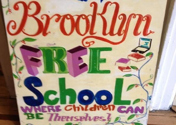 Brooklyn Free School là một ngôi trường vô cùng đặc biệt khi không có giáo án, không có điểm danh, không có thi cử và học sinh có thể tùyý chọn môn học theo sở thích của mình.