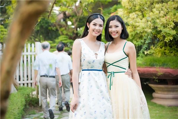 Đào Thị Hà - Top 5 Hoa hậu Việt Nam 2016 điệu đà với váy xòe trên nền chất liệu ren, voan mỏng tang.