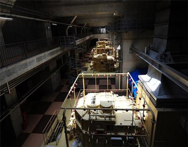 Phòng bơm trong hệ thống cống ngầm gồm có78 máy công suất lớn có thể bơmtới 200 tấn nước ra sông Edogawa mỗi giây.