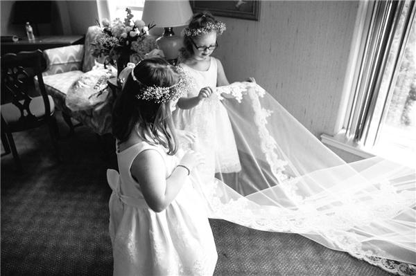 Cô giáo Kinsey ngỏlời mời các em học sinh trong lớp đến dự hôn lễ của mình vào ngày 3/6.