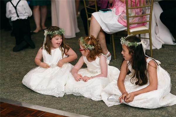 Đám cưới của cô giáo cũng mang lại nhiều trải nghiệm vui vẻ cho các em.