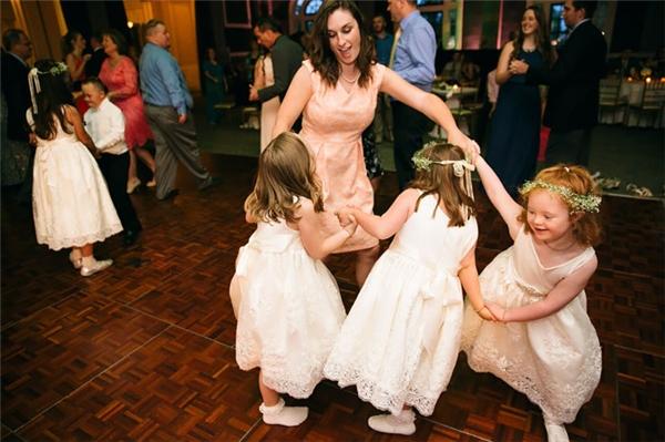 Các em cho rằng thú vị nhất là lúc ăn uống và nhảy nhót.