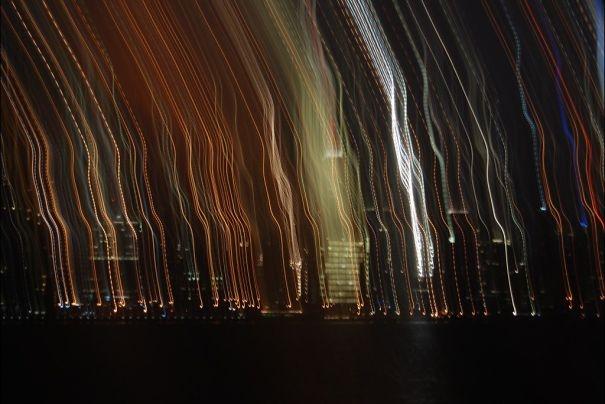 Cảnh thành phố về đêm bị chụp run tay.