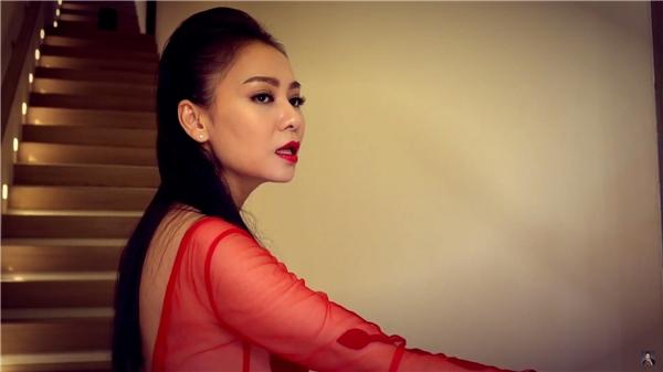 Nữ ca sĩ thì thầm tên bài hát Goodbye, - Tin sao Viet - Tin tuc sao Viet - Scandal sao Viet - Tin tuc cua Sao - Tin cua Sao