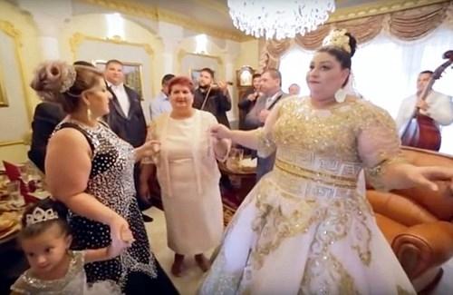 Lễ cưới được tổ chức kéo dài 5 ngày.