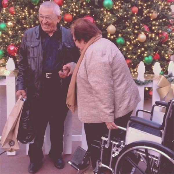 ...là khi bà cùng ông trải qua đêm Giáng Sinh an lành và hạnh phúc...