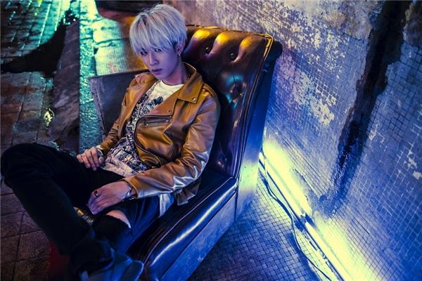 K.O sắc lạnh trong MV mới.