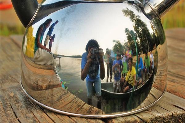 Những bức ảnh được chụp qua chiếc ấm đun nước.(Ảnh: Internet)
