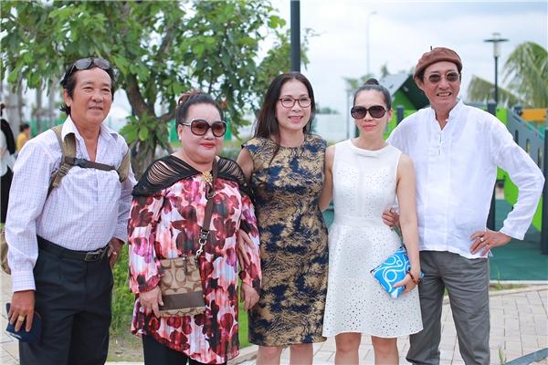 Có Căn Nhà Nằm Nghe Nắng Mưa được nhà văn Nguyễn Thị Minh Ngọc chấp bút chỉnh sửa kịch bản.