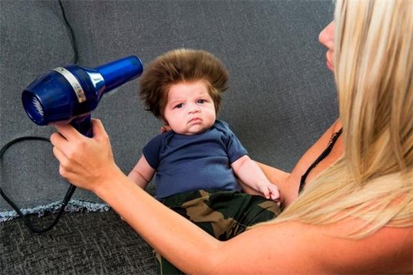 Tóc của bé gần như không hề rụng.