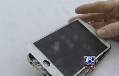 Chiếc iPhone 6 Plus bị hư hỏng hoàn toàn. (Ảnh: 6ABC)